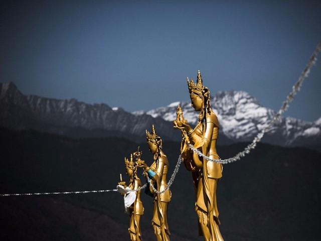 Tượng các Dakini, hay thiên thần trong thế giới Phật giáo, xuất hiện khắp thủ đô.