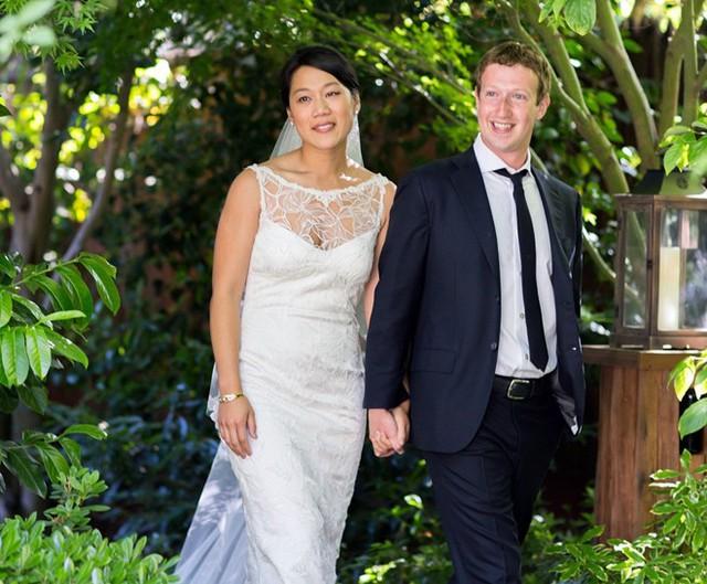 Ông chủ Facebook đã có một lễ cưới giản dị ngay trong sân vườn với chỉ 100 khách mời thân thiết.