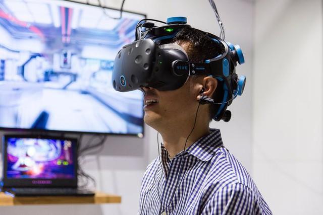 Sử dụng EEG, công ty Neurable xây dựng một trò chơi thực tế ảo có thể được kiểm soát bởi tâm trí.
