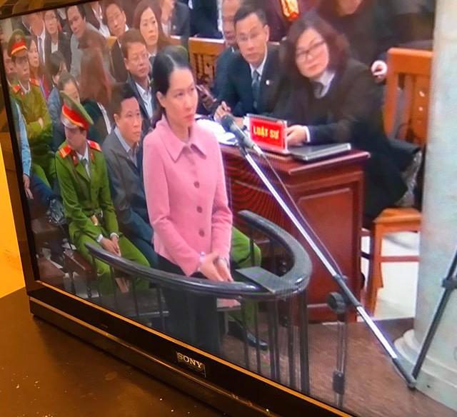 Bị cáo Nguyễn Thị Minh Thu – nguyên TGĐ Oceanbank đã không giữ được bình tĩnh, bật khóc trước vành móng ngựa.
