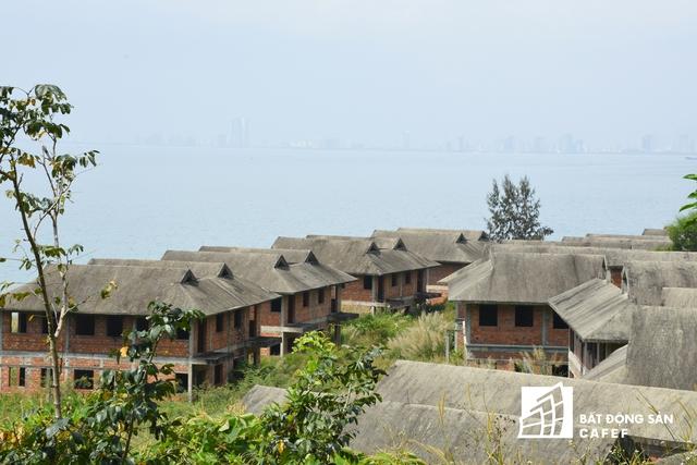 Dự án Khu nghỉ dưỡng ven biển được triển khai từ năm 2009 song đến nay ngoài tường bao và bên trong chủ đầu tư đã trồng rất nhiều cây xanh thì chưa hề xây dựng căn hộ hay biệt thự.