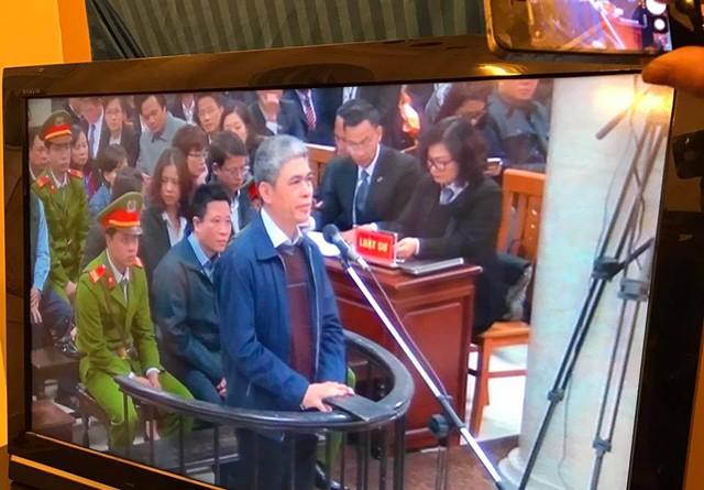 Sáng 27/2 Xét xử Hà Văn Thắm: Quyết định tạm đình chỉ vụ án với nguyên phó tổng giám đốc OceanBank - Ảnh 4.
