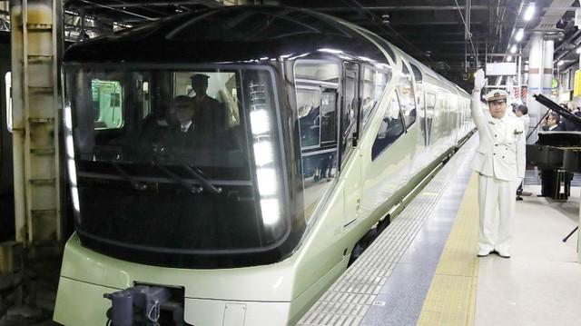 Điểm dừng 13 1/2 mang phong cách của Harry Potter được xây dựng tại nhà ga Ueno, Tokyo dành riêng cho tàu Shiki-Shima.