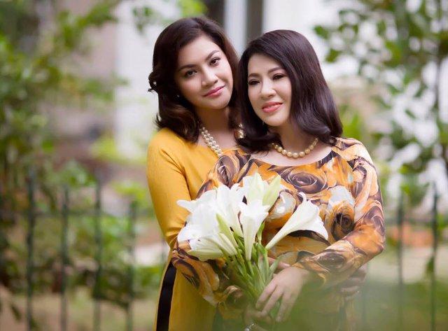 Nữ doanh nhân Lê Hoài Anh và con gái.