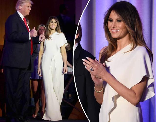 Trong đêm bầu cử 9/11 tại New York, phu nhân Melania xuất hiện bên chồng trong bộ jumpsuit lụa trắng thanh lịch thuộc sưu tập của nhà thiết kế Ralph Lauren.
