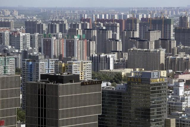 Trung Quốc của năm 1867 với những ngôi nhà tự xây nhỏ bé đã thay đổi. Những tòa nhà cao tầng mọc lên như nấm, nằm san sát nhau.