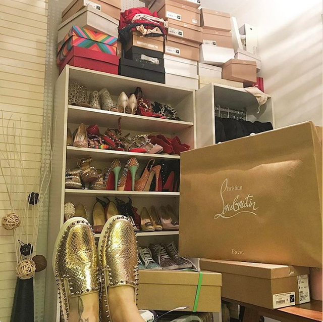 Còn đây là phòng chứa giày của một tiểu thư.