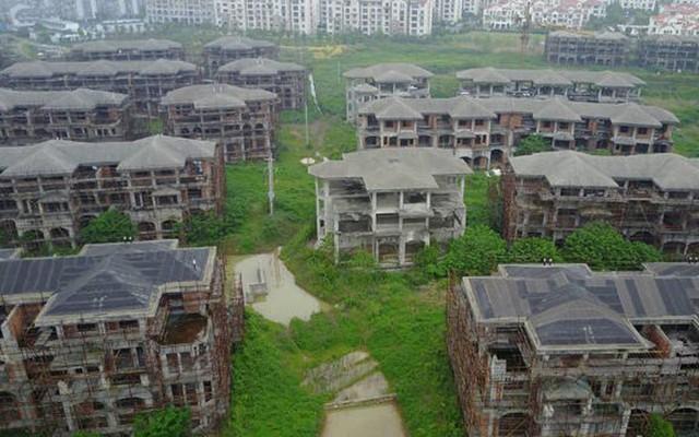 Hàng chục căn hộ kiểu biệt thự bị bỏ hoang nhiều năm nay