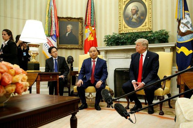 Theo giáo sư Carl Thayer của Học viện Quốc phòng Australia, là lãnh đạo ASEAN đầu tiên thăm Mỹ và có cuộc hội đàm với Tổng thống Trump, chuyến công du của Thủ tướng Nguyễn Xuân Phúc cho thấy Việt Nam là một quốc gia có trách nhiệm trong khu vực. Chuyến thăm cũng được kỳ vọng mang lại nhiều động lực cho mối quan hệ Việt – Mỹ. Ảnh: Reuters.