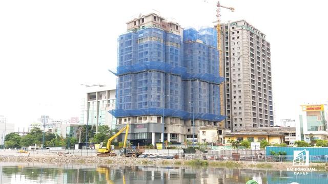 Sau khi mua lại dự án từ tập đoàn cao su Việt Nam, CapitaLand đã bắt tay hoàn thiện phần thô để đưa dự án trở lại thị trường với tên mới là D1 Mension. Dự án này lúc trước có tên VRC đã xây xong 3 block thô và trùm mền hơn 2 năm.
