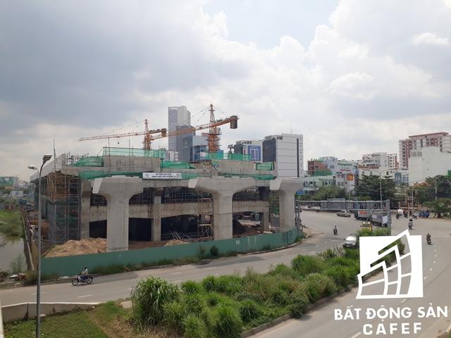 Theo quan sát, tuyến metro này được kéo dài đến đâu, lập tức hàng loạt dự án chung cư mọc đến đấy nhằm tận dụng lợi thế tiếp cận giao thông để thu hút khách hàng.