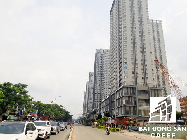 Tình trạng kẹt xe thường xuyên diễn ra trên trục đường Nguyễn Hữu Thọ dẫn vào quận 1