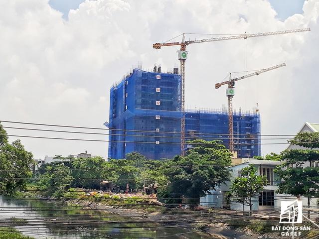 Dự án Wilton Tower tọa lạ tại nút giao Điện Biên Phú - D2, quận Bình Thạnh. Hiện đã xây dựng đến tầng 17