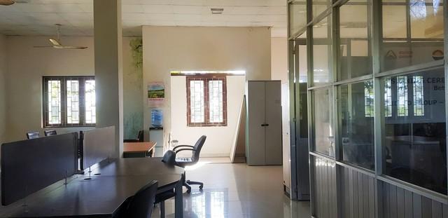 [Video+Ảnh] Tá hoả khi đến thăm căn nhà bỏ hoang ven biển, nơi đặt đại bản doanh của KSA & BII - Ảnh 10.