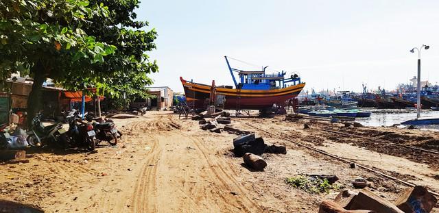 [Video+Ảnh] Tá hoả khi đến thăm căn nhà bỏ hoang ven biển, nơi đặt đại bản doanh của KSA & BII - Ảnh 2.