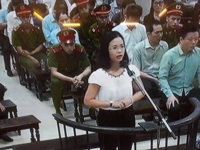 Phiên tòa sáng 31/8: Hà Văn Thắm nói trả lãi ngoài chỉ là phản ứng phụ của liều thuốc chống lạm phát - Ảnh 1.