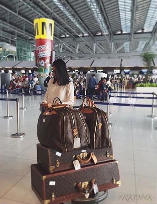 Du lịch với một dàn LV thế này, chắc chắn chỉ có người giàu mới đủ khả năng.