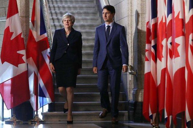 Thủ tướng Anh Theresa May (trái) và Thủ tướng Canada Justin Trudeau, hai đồng minh thân cận nhất của Mỹ, đều đã lên tiếng về quyết định của Chính quyền Trump nhằm vào Bombardier.