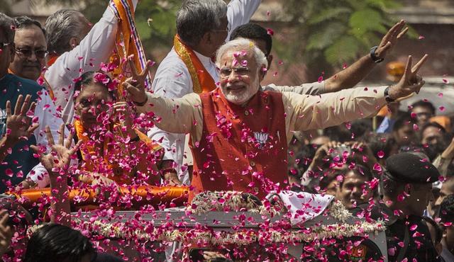 2ceindiaThủ tướng Ấn Độ Narendra Modi ăn mừng chiến thắng trong cuộc bầu cử 2017