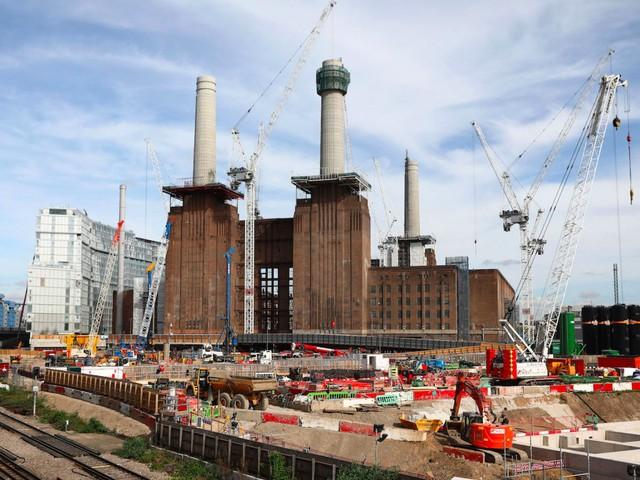 Ngành xây dựng sẽ chiếm 10% tổng số việc bị thay thế. Ảnh: Reuters
