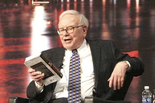 Warren Buffett từng dành 80% thời gian một ngày để đọc sách và suy ngẫm trong phòng riêng.