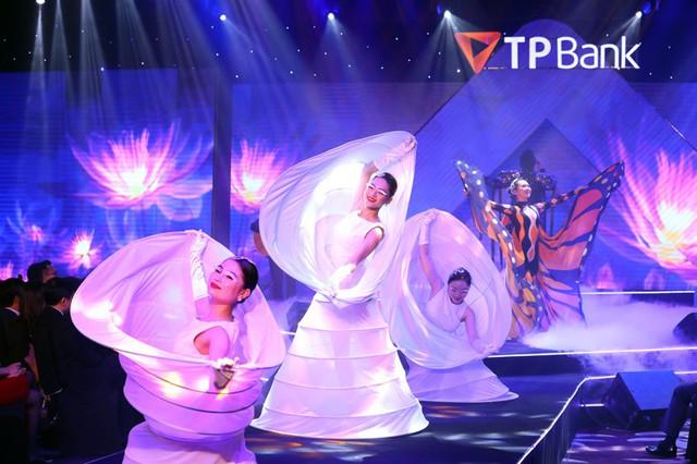 Màn khiêu vũ đặc sắc trong chương trình Perfections Touch