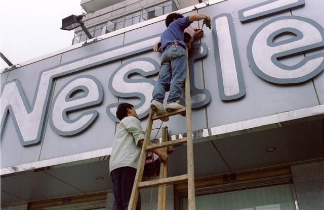 Ở thời điểm chuyển giao giữa 2 thế kỷ 20 và 21, các tòa nhà cao tầng mọc lên như nấm ở trên khắp Trung Quốc.