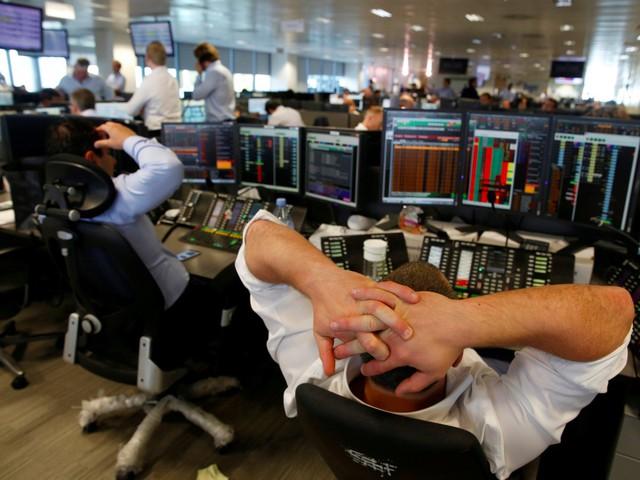 Các chuyên gia phân tích tài chính cũng khó lòng tránh khỏi cơn lốc AI và chiếm tới 9% số việc làm bị thay thế. Ảnh: Reuters