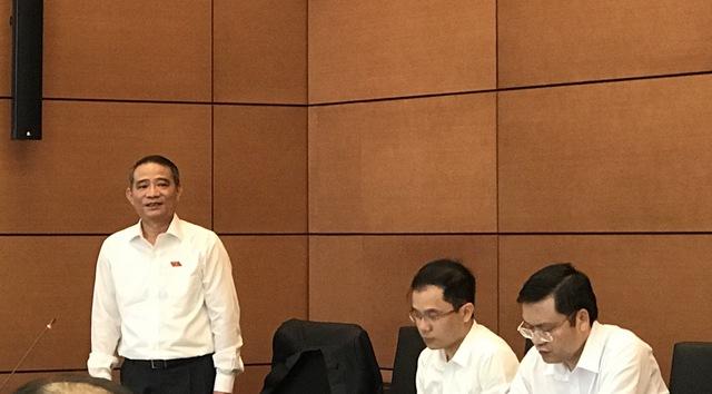 Bộ trưởng Giao thông Vận tải thuộc đoàn đại biểu Sơn La phát biểu tại buổi thảo luận tổ chiều 1/6