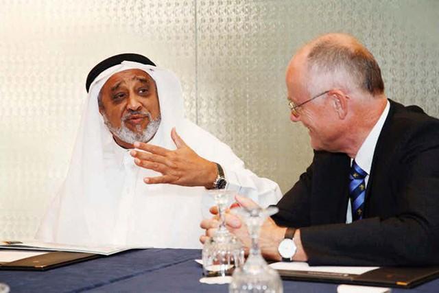 Tỷ phú Mohammed Al Amoudi là tỷ phú Ả-rập với khối tài sản lên tới 13,5 tỷ USD. Ông hiện là chủ sở hữu của nhiều nhà máy lọc dầu tại Ma rốc, Saudi Arabia, Thụy Điển, Ethiopia...