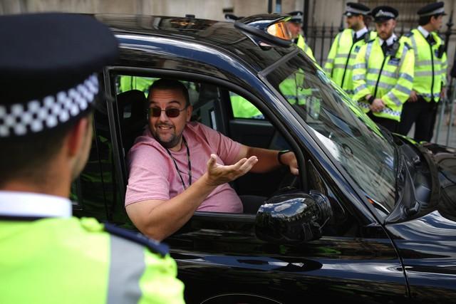 Tài xế taxi chịu thiệt hại nặng hơn với 7% tổng số công việc bị mất. Ảnh: Getty