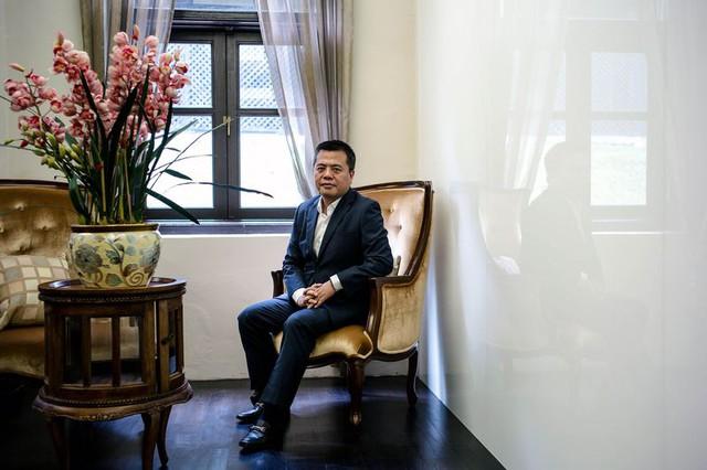 Chen Tianqiao trong văn phòng tại Singapore.