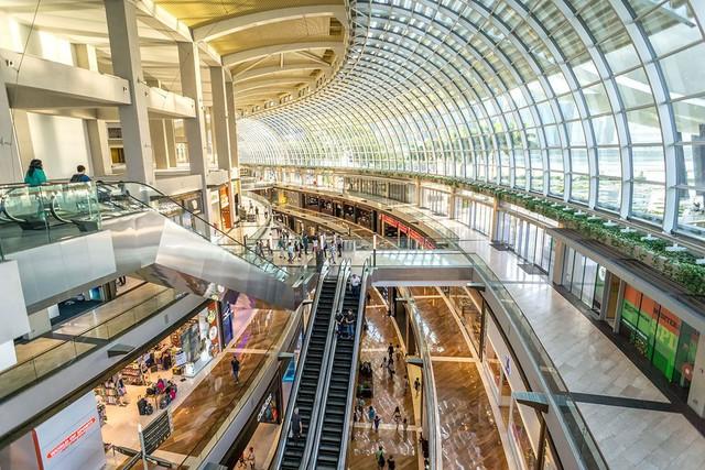 Khu trung tâm mua sắm Marina Bay Sands chính là thiên đường mua sắm hàng hiệu cao cấp của khu vực Châu Á.