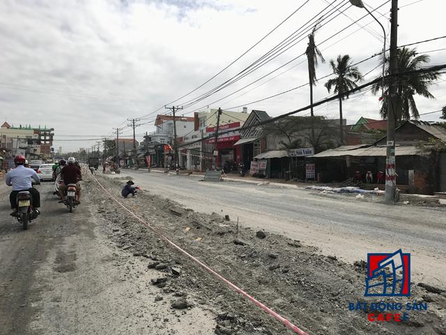Đường Lê Văn Việt - lớn nhất ở quận 9 dẫn vào khu đô thị VinCity đang được đầu tư nâng cấp.
