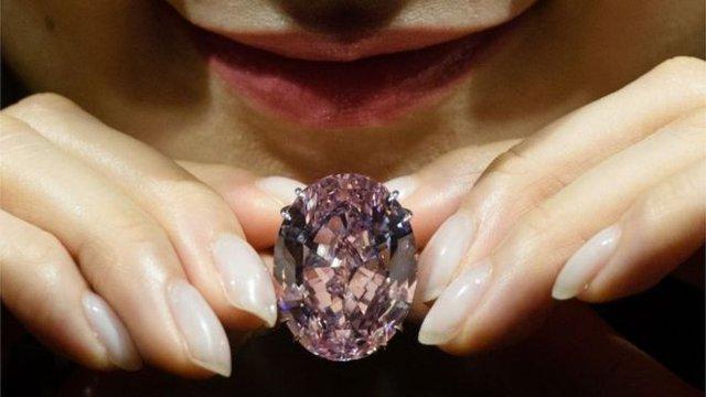 Viên kim cương Pink Star đắt giá.