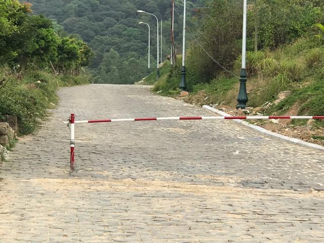 Các lối dẫn vào dự án đều đã bị rào chắn và nhiều bảo vệ túc trực không cho bất kỳ ai tiếp cận
