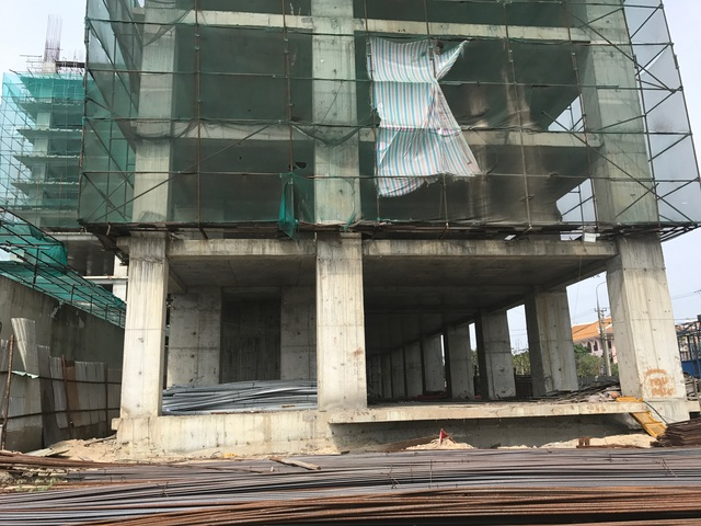Theo tìm hiểu, ngày 31/3/2016, Thanh tra Sở Xây dựng Đà Nẵng đã ra quyết định xử phạt vi phạm hành chính 40 triệu đồng đối với công ty Minh Đông vì tổ chức thi công xây dựng không có phép. Dù bị xử phạt, chủ đầu tư vẫn tiếp tục cho xây dựng.