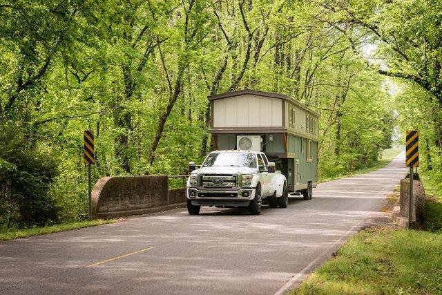Điều tuyệt vời nhất của ngôi nhà này đó là chủ nhà có thể mang đi bất cứ đâu chỉ với một chiếc xe kéo.