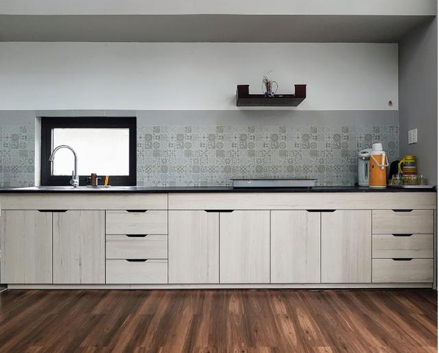 Khu bếp thiết kế đẹp, đơn giản phù hợp với không gian chung.