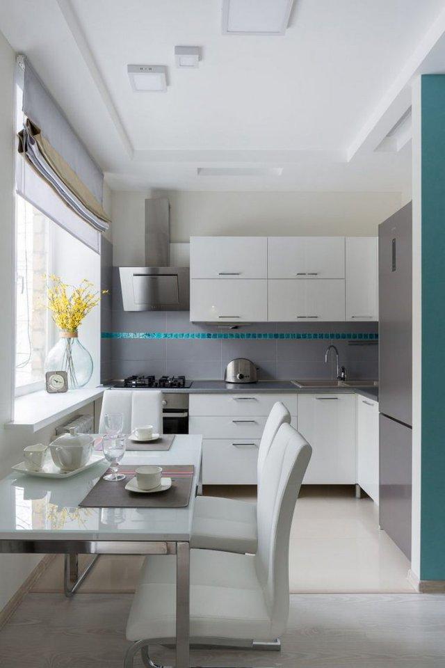 Tiếp nối với không gian sinh hoạt chung của gia đình là khu vực bếp và bộ bàn ăn xinh xắn.