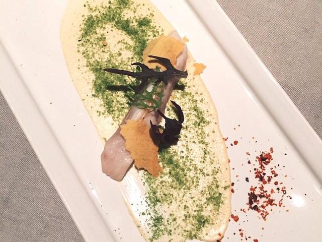 Bữa tối thường được bắt đầu với món khai vị nhẹ nhàng. Một trong những món hải sản khai vị từng được phục vụ tại nhà hàng.