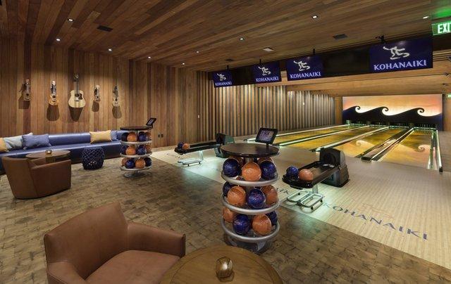 Phòng chơi bowling 4 làn.