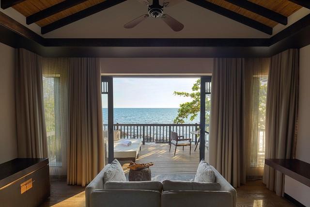 Các phòng villa và khách sạn của Nam Nghi đều có tầm nhìn hướng biển, mang lại cảm giác an yên, thanh bình.