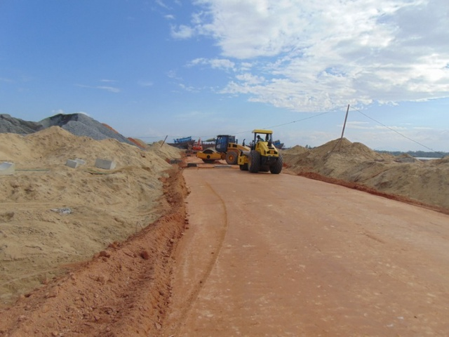 Dự án đang được thi công hạ tầng đường giao thông.