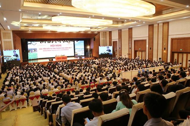 Hội nghị Xúc tiến Đầu tư tỉnh Thanh Hoá năm 2017 vừa diễn ra thành công vào tối 18/5 tại Trung tâm Hội nghị Quốc tế - Quần thể du lịch FLC Sầm Sơn, với sự tham gia của 1.200 đại biểu trong nước và quốc tế. Đây là hội nghị xúc tiến đầu tư có quy mô lớn nhất từ trước đến nay tại Thanh Hóa.