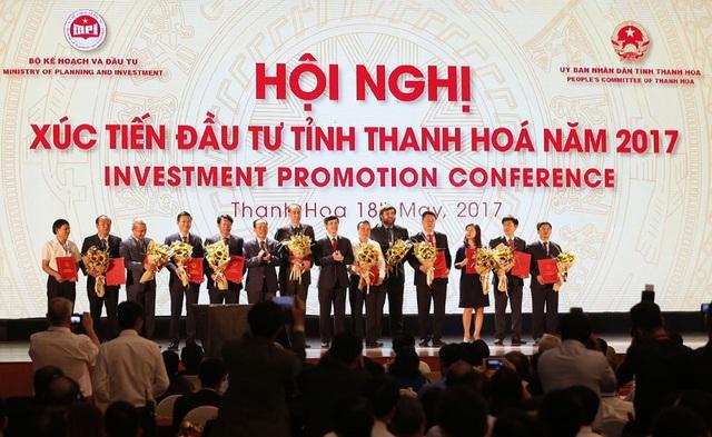 Tại hội nghị, Thanh Hoá đã trao giấy chứng nhận đầu tư, Quyết định chủ trương đầu tư và ký biên bản ghi nhớ đầu tư cho 32 dự án với tổng mức đầu tư hơn 135.300 tỷ đồng (tương đương 6,1 tỷ USD).