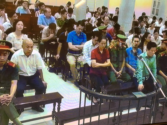 Phiên tòa sáng 21/9: Vợ Nguyễn Xuân Sơn sẵn sàng dùng tối đa tài sản gia đình để cho chồng được hưởng khoan hồng - Ảnh 1.