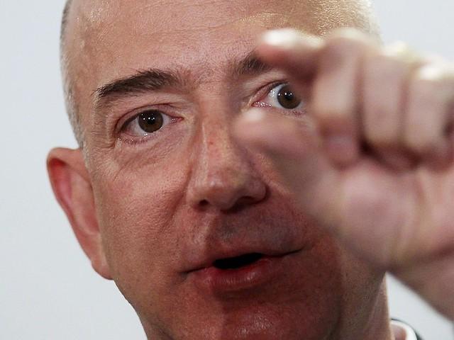 """Bezos là một ông chủ nóng tính; tuy nhiên có tin đồn rằng ông đã phải thuê một cố vấn điều hành để giúp ông """"kiềm chế hơn""""."""