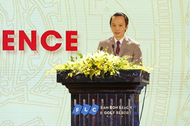 """""""FLC Sầm Sơn đã góp phần thay đổi diện mạo du lịch của Sầm Sơn nói riêng, tỉnh Thanh Hóa nói chung, với lượng du khách đến Sầm Sơn tăng đột biến trong năm 2016, đạt hơn 4 triệu lượt người, giải quyết công việc cho hơn 3.000 lao động địa phương, tăng nguồn thu cho ngân sách"""", ông Trịnh Văn Quyết nói."""