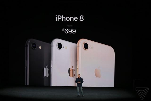 iPhone 8 sẽ có giá 699 USD cho bản 64 GB trong khi giá của iPhone 8 Plus là 799 USD. Khách hàng có thể đặt trước từ ngày 15/9 và có cơ hội nhận máy vào 19/9.